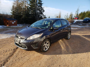 2012 FORD FIESTA LOW KMS!!!!!!! Remote Start!!!!!!!!