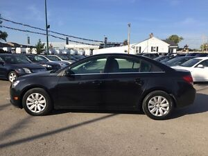 2011 CHEVROLET CRUZE 1LT * SUNROOF * PREMIUM CLOTH SEATING * POW London Ontario image 3