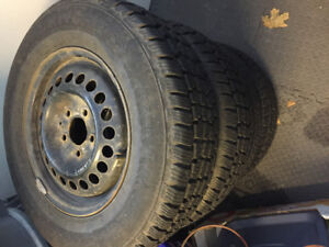 P215/70r15 2x like new and 2x finish!!