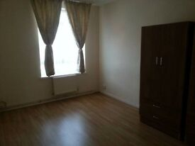 AMAZING SHARE ROOM AVAILABLE NOW IN EALING BROADWAY+