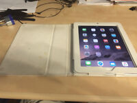 Apple iPad 2 32GB with 3G , with case / etuis : Good condition!!