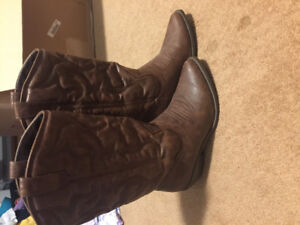 Brown Cowboy boot style