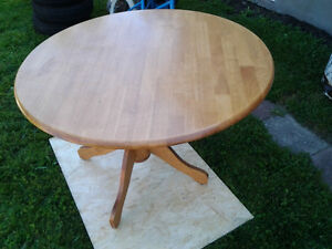 Real wood round table West Island Greater Montréal image 2