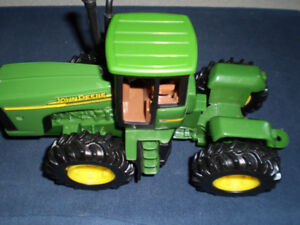 John Deere Toy Tractor 0591Q01 Licensed Product, 8 inches long