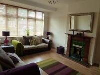 Lovely 3 Bedroom House - Motspur Park