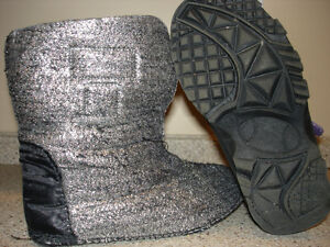 Winter Boots Girls size 1 (age 5-7) Kitchener / Waterloo Kitchener Area image 2