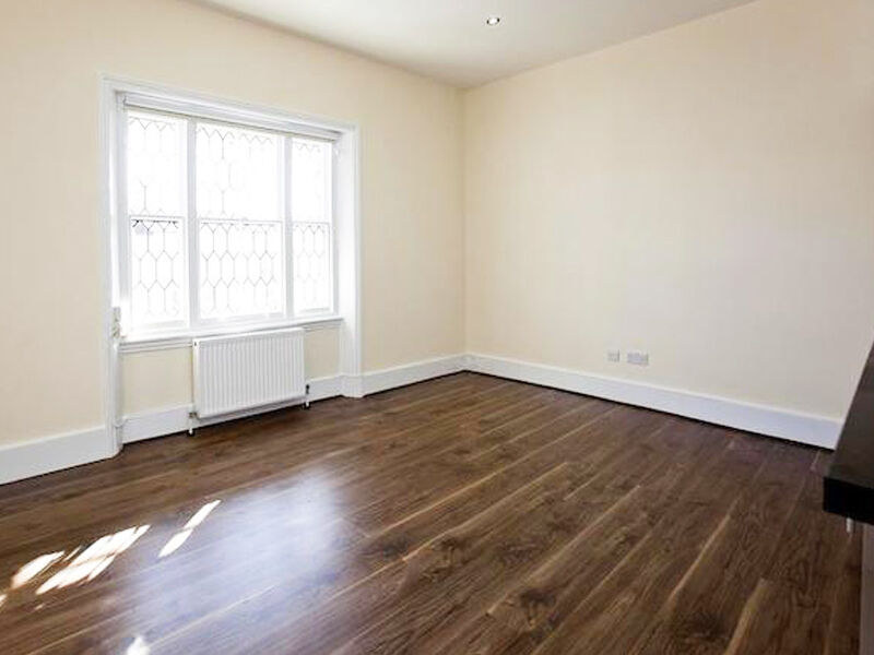 RECENTLY REFURBISHED 1 double bedroom STUCCO FRONTED 2 mins TUBE, 5 min to PARK