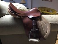 General purpose English saddle - Hussar by Courbette