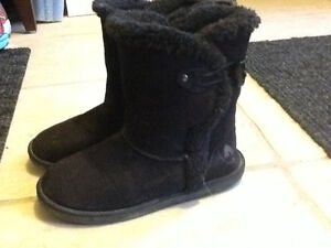 Girls Air Walk boots size 13