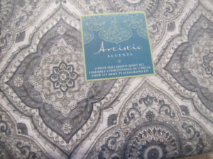 BRAND NEW QUEEN MULTI GRAYS/WHITE/BLACK QUILT WITH SHAMS
