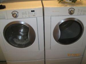 Ensemble laveuse sécheuse
