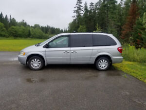 2007 Chrysler Town and Country ****CLEAN****