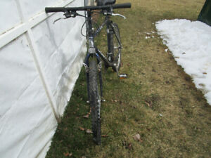 GIANT Yukon 21 speed mountain bike.PLUS universal bike carrier
