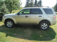 "REDUCED!!! 2010 FORD ESCAPE XLT ""VERY LOW KM"""