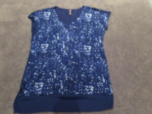 Thyme Maternity blue maternity top (size M)