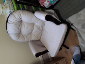 Graco Rocking Chair with ottoman