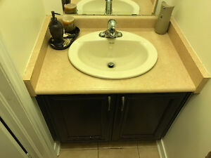 Complet Vanity with mirror, faucet and counertop