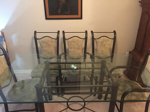 Glass top 6 chair dinning table.