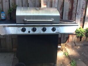 BBQ propane with ceramic grill