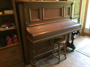 Piano antique en bois de rose
