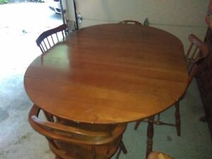 Maple Vilas Dining Table With Four Chairs