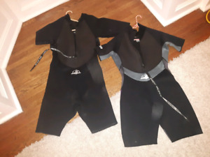 Wet suits /// Body gloves