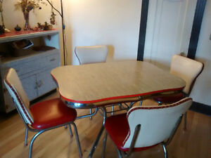 Table + 4 chaises + commode VINTAGE