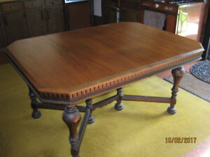 Antique Walnut Dining Table, 5 Chairs (1800's)