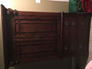 Wood hutch EXCELLENT CONDITION