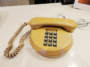 Vintage 1980's Round P7202M Beige Telephone w/ Touch Tone Dial