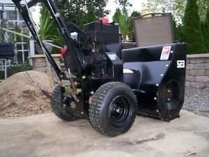 FOR SALE   5 HP  4 CYCLE DUAL STAGE SNOWBLOWER.....ESTATE SALE