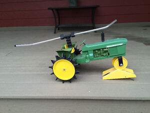 Travelling tractor lawn sprinkler