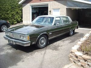 Oldsmobile 1983 Ninety-Eight Berline