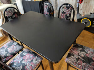 7 piece Dining set (1 table and 6 chairs with metal frames)