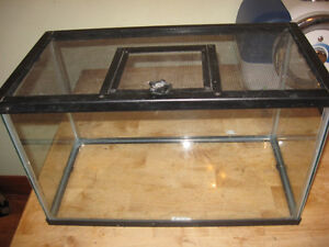 FISHTANK FOR HAMSTERS REPTILES CRICKETS , MICE,TURTLES LIZZARDS