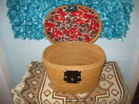 PURSE BASKET VINTAGE WICKER WOOVEN