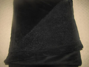 BLACK THROW BLANKET