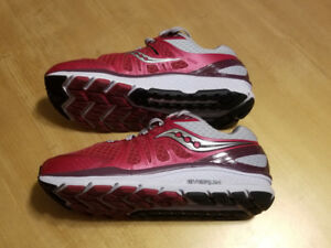 Ladies Saucony Echelon 6 Running Shoes  Size 8.5 wide