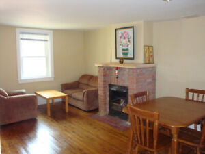Rooms available for Queen's students ($550-$600/month inclusive)