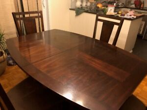 Kitchen / Dining room table + chairs - 300$!!