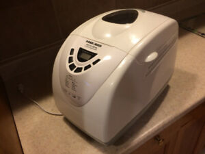 """Black and Decker bread maker in very good clean condition"