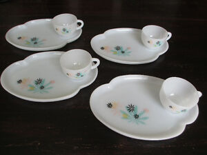 VINTAGE RETRO KITSCH ASSIETTE SERVICE THE COLLATION