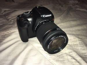 Canon Rebel T3 avec un Objectif EF-S 18-55mm.