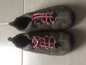 Girls Keen Shoes size 3