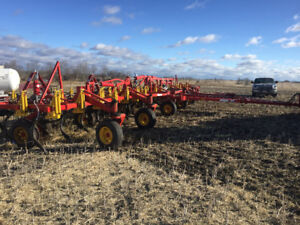 Bourgault 9400 chisel plow