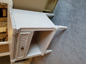 Bedside table, Night table, End table