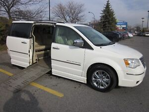 WHEELCHAIR ADAPTE VAN 2009 TOWN & COUNTRY SIDE-ENTRY, MINT