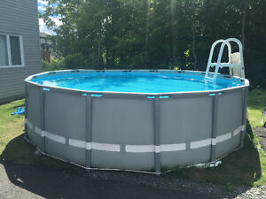 Piscine hors terre 16' pied x 4' pied filtration au sel