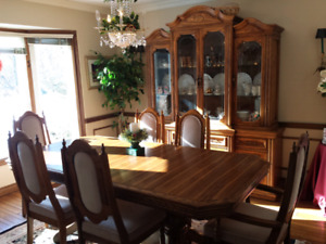 Immaculate Traditional Oak Dining Room Set