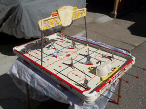 Bobby Hull Table Hockey Game.